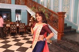 Actress Nidhi Jha's New Look Gets Viral