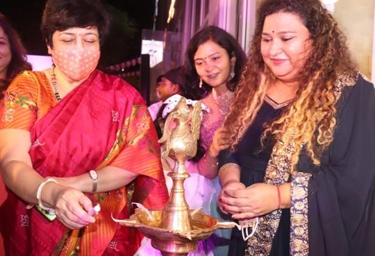 Happy n Healthy Salad Bar & Cafe Inaugurated by Dr  Bharati Lavekar  MLA Versova Vidhaan Sabha
